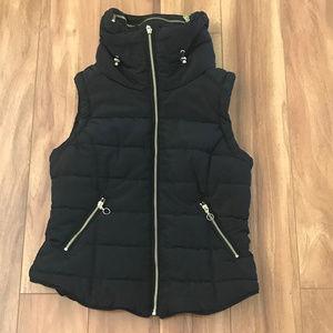 H&M Jackets & Coats - H&M Black Vest Puffy Zip Up  Faux Fur Womens S